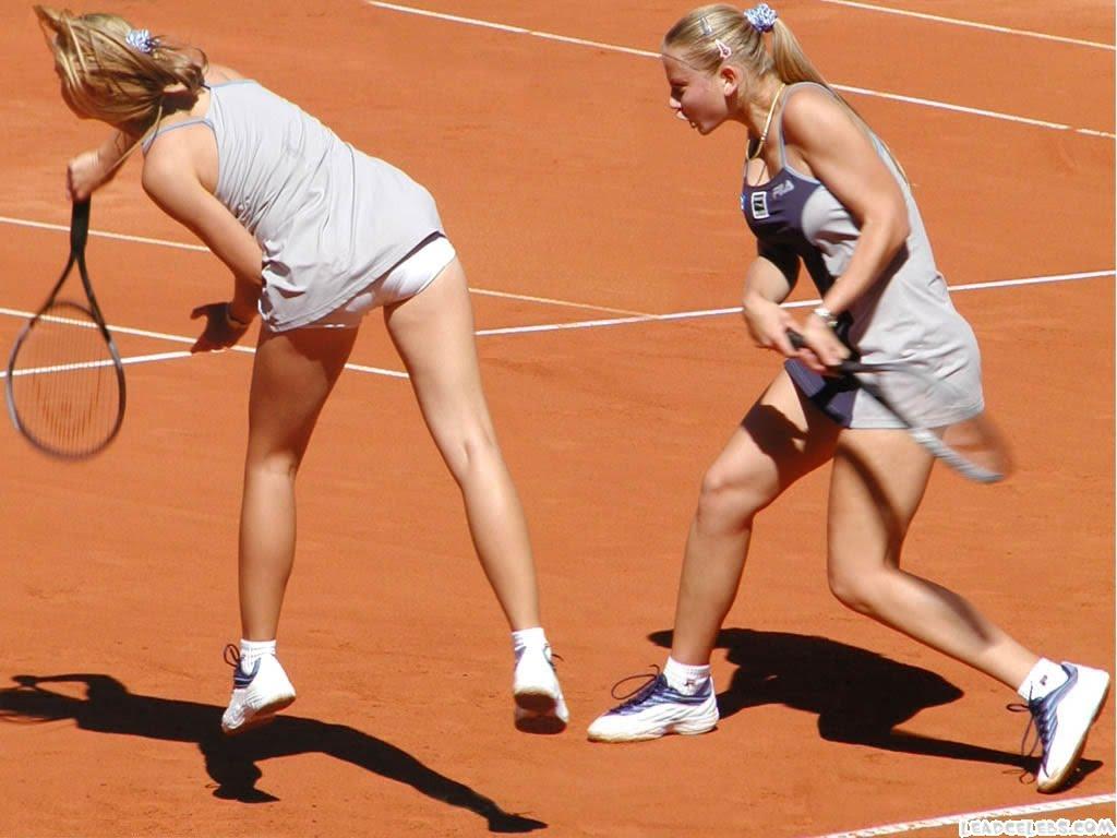 http://1.bp.blogspot.com/_H_rVDlsennM/S_oDj4Sd7EI/AAAAAAAAVuA/gBwpTojWCVQ/s1600/Jelena+Dokic+super+Tennis+Player+Upskirt+Wallpaper+.jpg