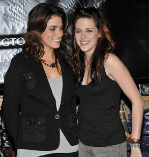 Nikki Reed  Kristen Stewart Kiss on Kristen Stewart And Nikki Reed1 Jpg
