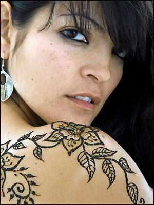 girl shoulder tattoos. tattooed on shoulder girls