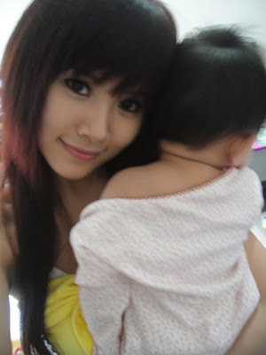 甜美小辣媽 陳怡芬 - 甜美小辣媽 陳怡芬 分享哺乳寫真照