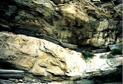 僰人 千年懸棺 - 絕壁開棺揭開僰人千年懸棺之謎