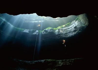 世界十大著名天坑 sinkhole