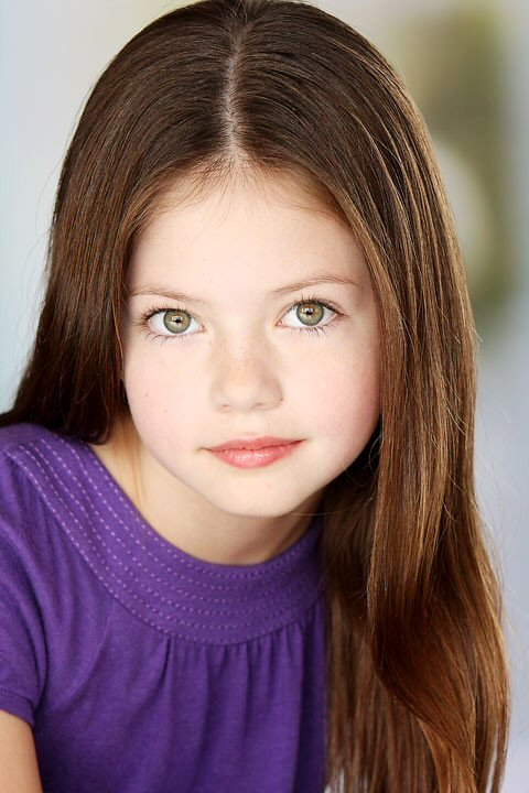 Mackenzie Foy: Mackenzie is the 10 years old girl who plays Renesmee