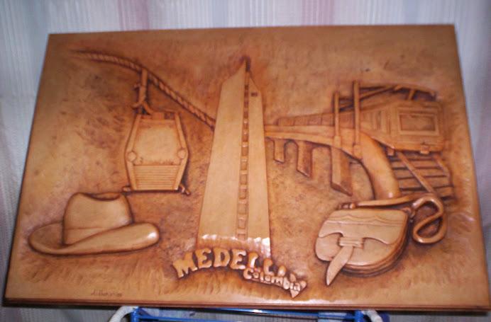 Metro de Medellin tallado en madera