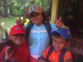 Tiga Anak Bersenjata