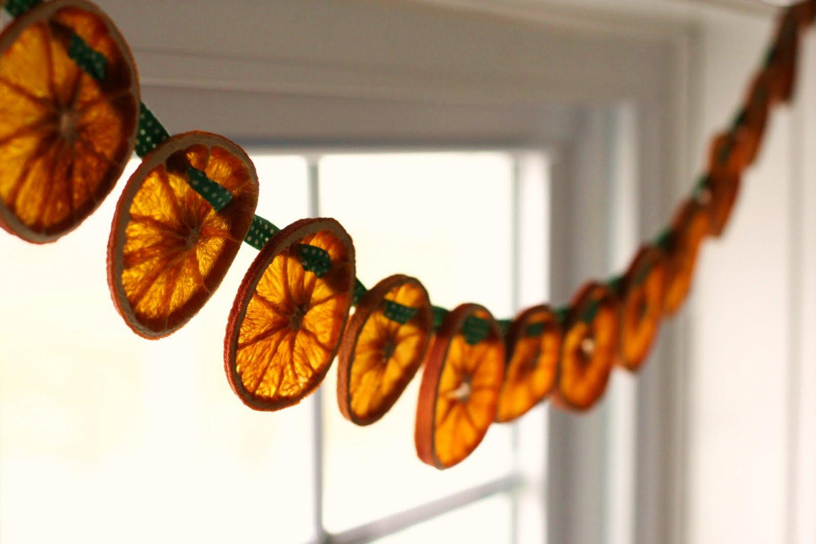 Как сделать украшение из мандарина