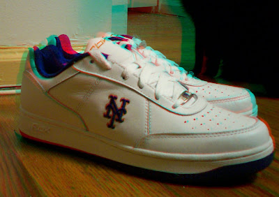 Red/cyan anaglyph photo of sneakers with Mets 'NY' logo