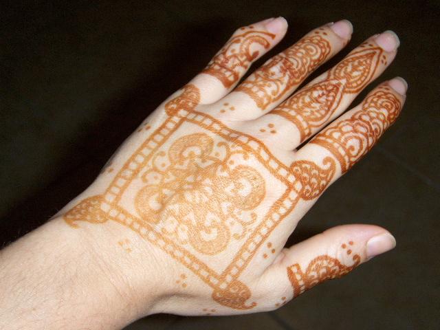 Beachcombers bazaar henna studio and supply life of a for Henna tattoo process