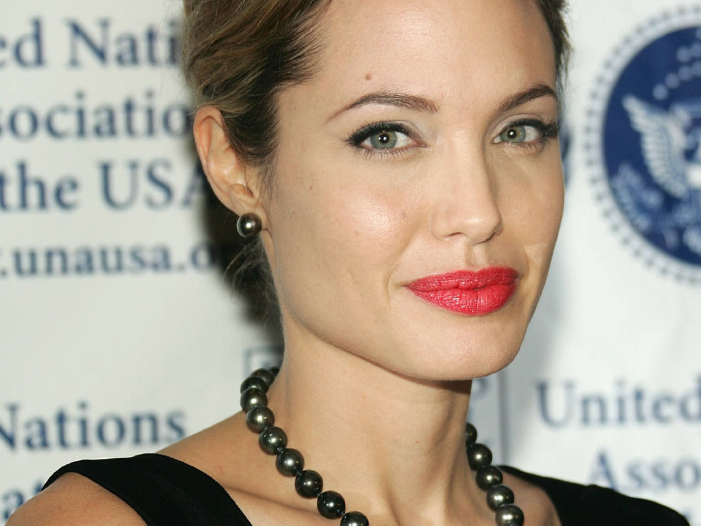 http://1.bp.blogspot.com/_HkbWdsz-H8g/S717Ttmr8zI/AAAAAAAAHeg/BSGMQ6IJ23k/s1600/Angelina-Jolie-70.JPG