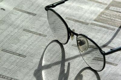 Óculos no jornal