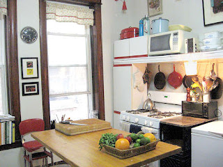 Kitchen Furniture and Complete Utensils