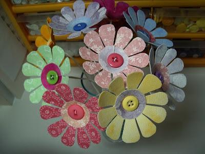 Цветочки из подручных материалов