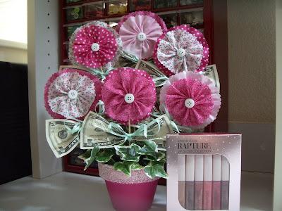Flower Bouquets on Polka Dot Pineapple  Tutorial  Ruffled Flower Money Bouquet