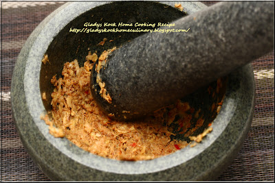 The resulted pounded spice paste mixture