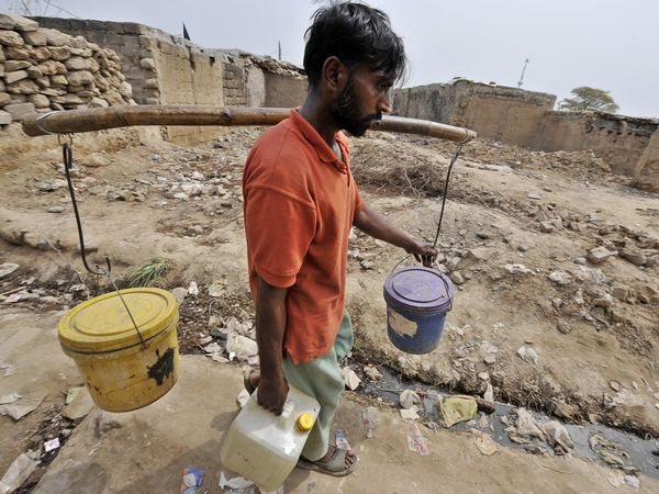 essay on water crisis in pakistan