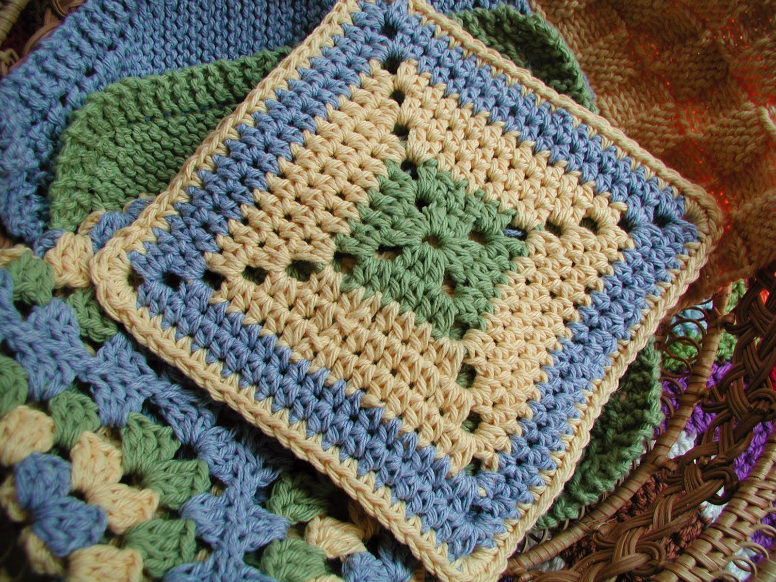Crochet Granny Square Dishcloth Pattern : Fiddlesticks - My crochet and knitting ramblings ...