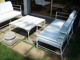 Muebles andrea schoennenbeck living terraza de fierro y for Muebles terraza fierro
