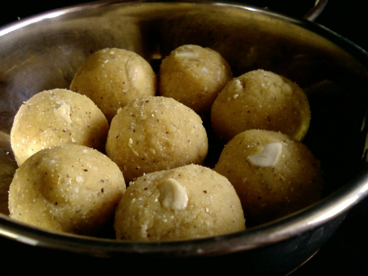 Putnala Pappu Kobbari Laddu ~ Dalia And Coconut Laddu