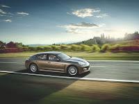 2011 porsche panamera v6 images 004 Porsche Panamera Beats Sales Targets, Company Revises its Full Year Forecast