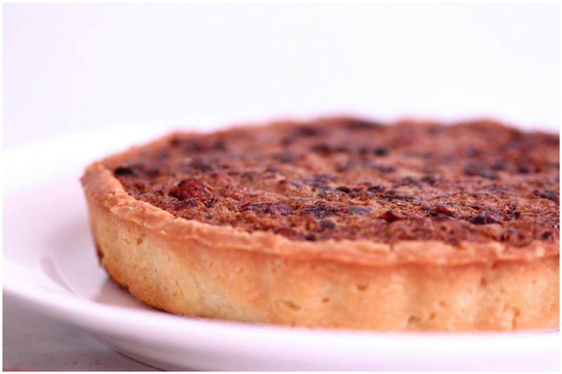 Foodagraphy. By Chelle.: Pecan date tarts