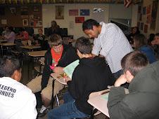 Carlos y estudiantes
