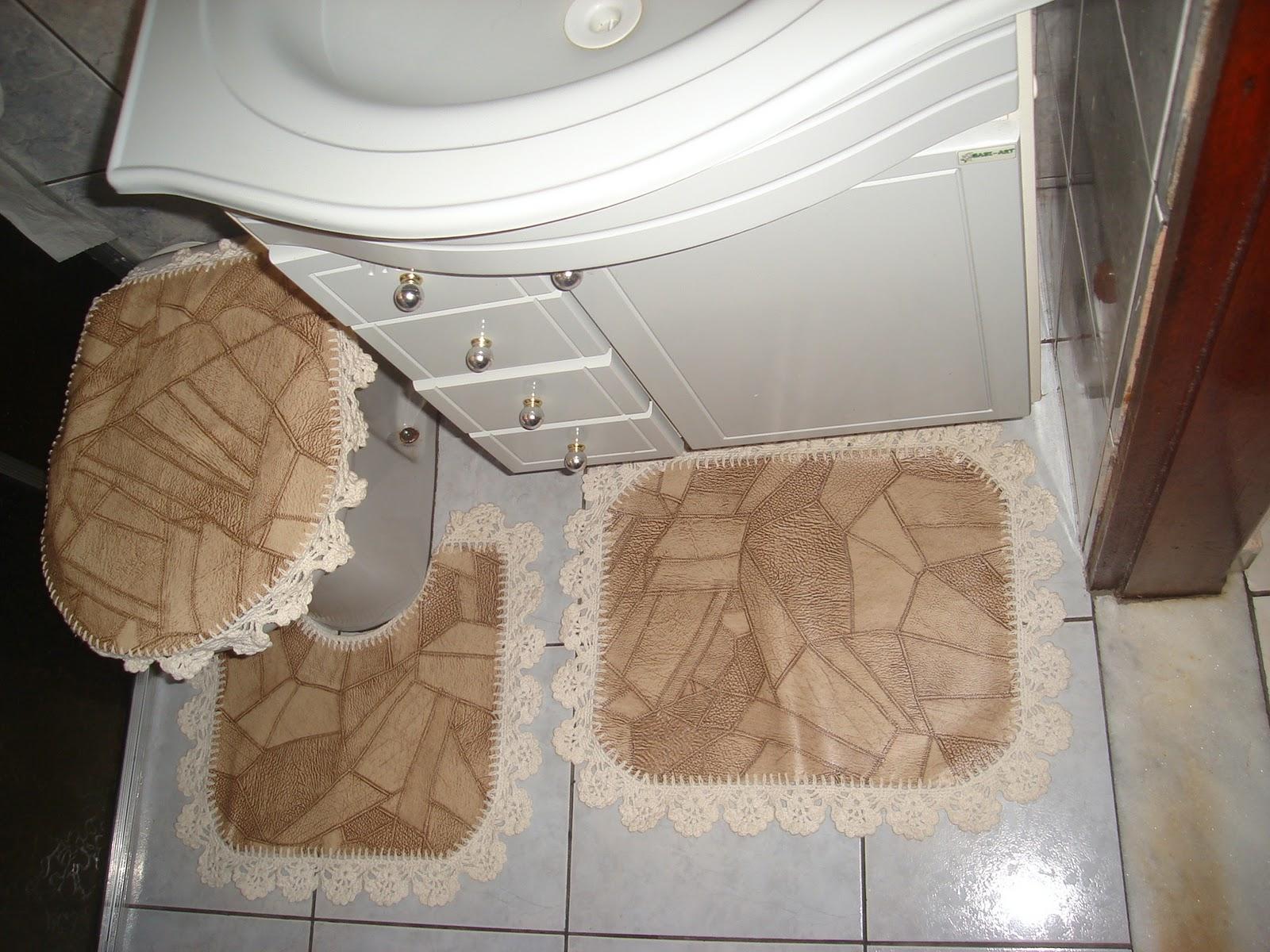 PATY PERES: Jogo de tapetes de banheiro bege com detalhe em marron . #634834 1600x1200 Banheiro Bege Com Verde