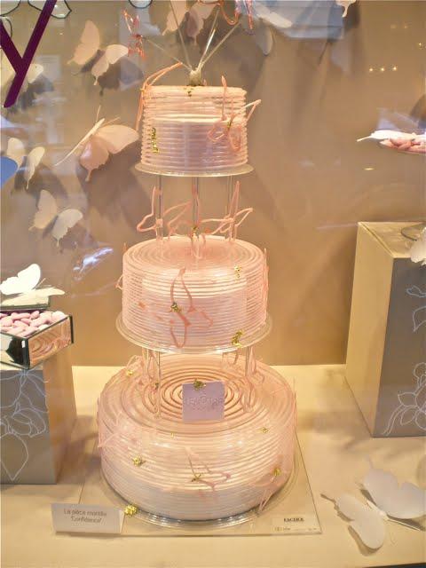 Paris Wedding Cake Here 39s a pretty spectacular wedding cake pi ce