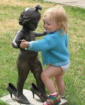 http://1.bp.blogspot.com/_HzOhVUp0FZc/SbUjbpmjOfI/AAAAAAAAAjk/SUV4Oas77uY/s400/funny-kid-statue-dance.jpg