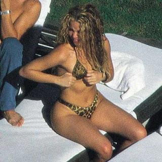 Shakira bikini sexy