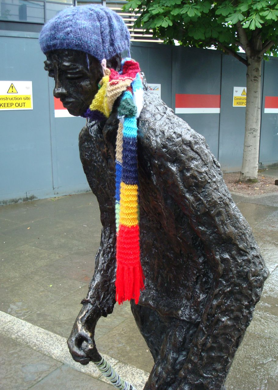 Guerilla Knitting Patterns : Alan in Belfast: Guerilla knitting hits the Waterfront flock