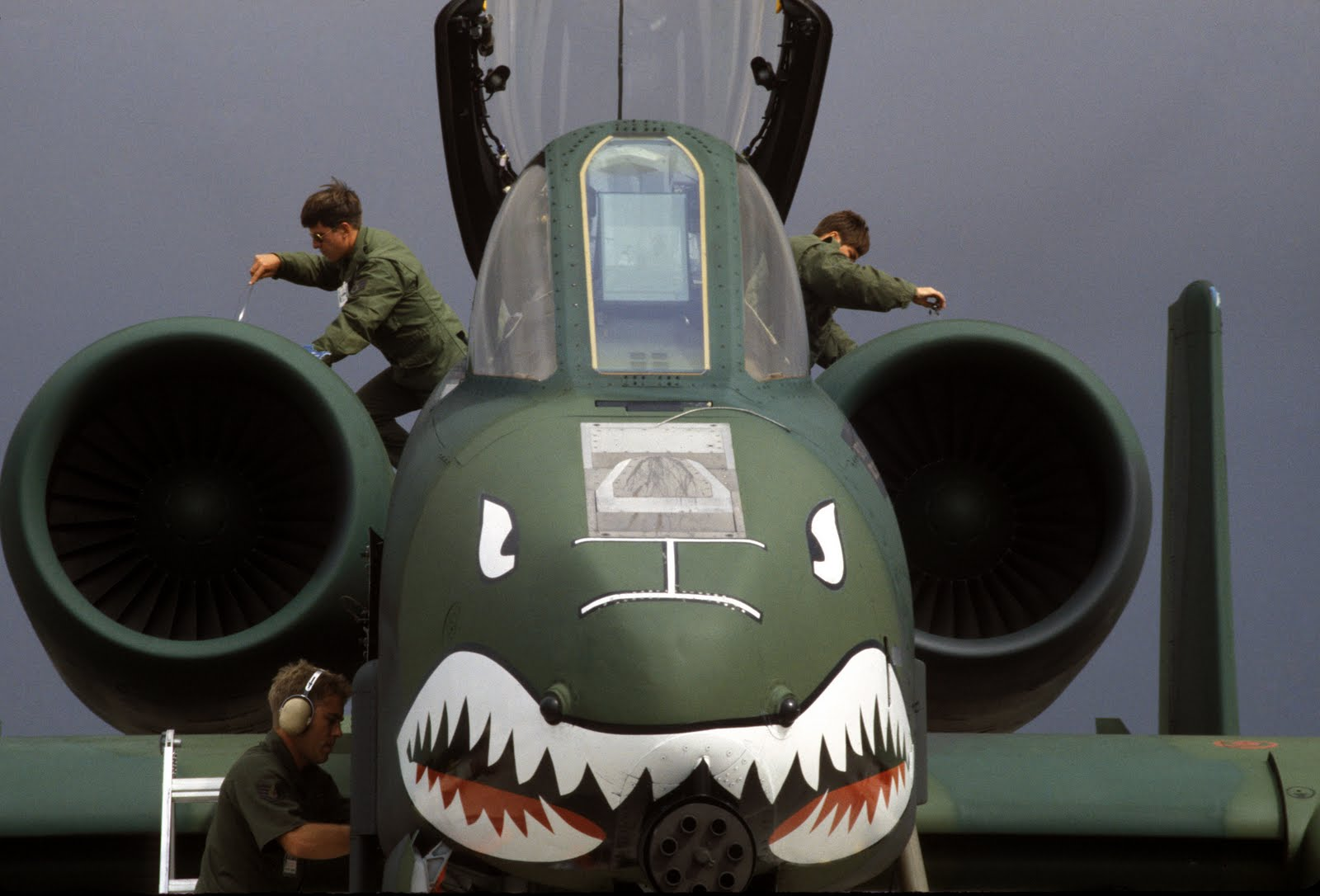 Plane Shark Mouth WW2 http://aircraft-wallpapers.blogspot.com/2011/01/aircraft-wallpapers-131-10-in-service.html