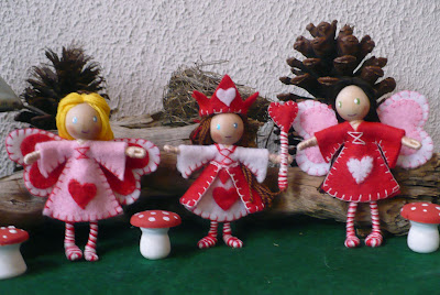 http://theenchantedtree.blogspot.ca/2011/02/valentine-bendy-dolls.html