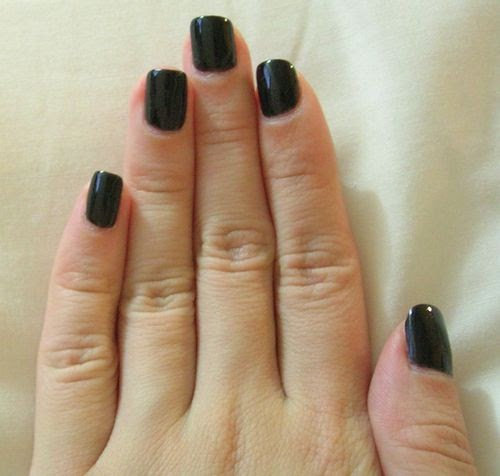 What Color Nail Polish With A Black Dress: Bloomingdale: How To Wear Black Nail Polish Right