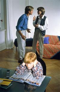[padres-peleando+violencia.jpg]