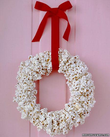 Una de coronaspreparando la Navidad