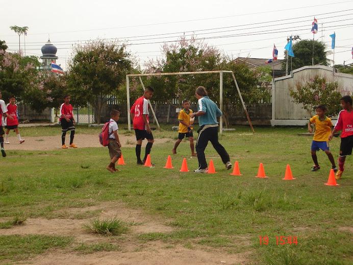 ภาพการซ้อมกีฬาของนักเรียนโรงเรียนลำสนุ่น