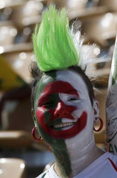tolices, copa 2010, mulheres nuas, peito, model naked, pelada modelo no meio torcida modelona celular no decote, pessoas fantasiadas com as cores da bandeira de seus paises, inglaterra, paraguai, england, brasil, alemanha, germany, deutschland, franca, mulheres, videos, fotos da copa 2010 noticias copa 2010