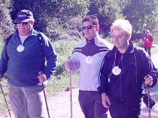 De izquierda a derecha: JM Arrazola, Serafín Zubiri y Enrique Varela en el camino