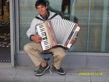 Kosovolaisia soittotaidottomia hanuristeja emme kaipaa katukuvaamme
