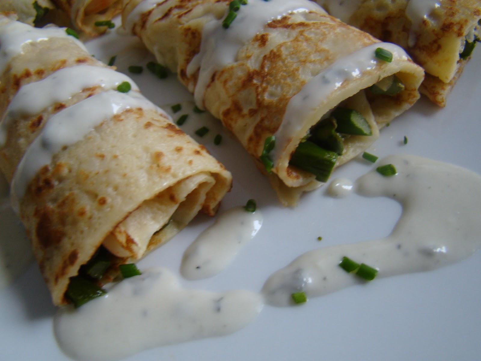 Crepes de ajetes trigueros y langostinos con salsa for Salsa para crepes