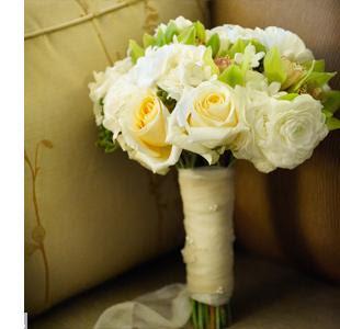 bouquet COUNTRY. Rosas con perlas y organza.