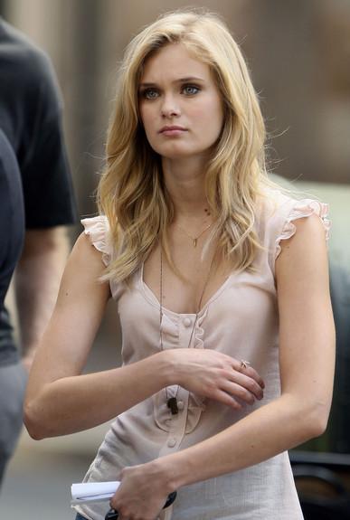natalie portman haircut 2010. as actress Natalie Portman