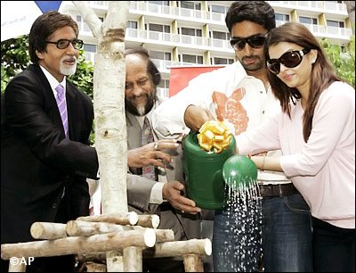 World-Environment-Day-2011-Aishwarya-Rai-Abhishek-Amitabh-Bachchan