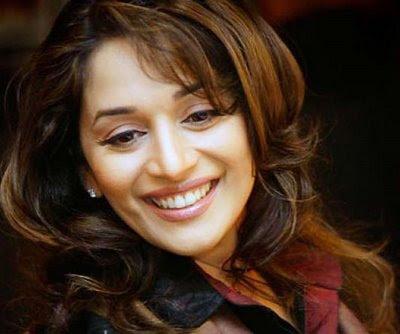 L'actrice, Madhuri Dixit va interprèter le rôle d'Indira Ghandhi !!!!!