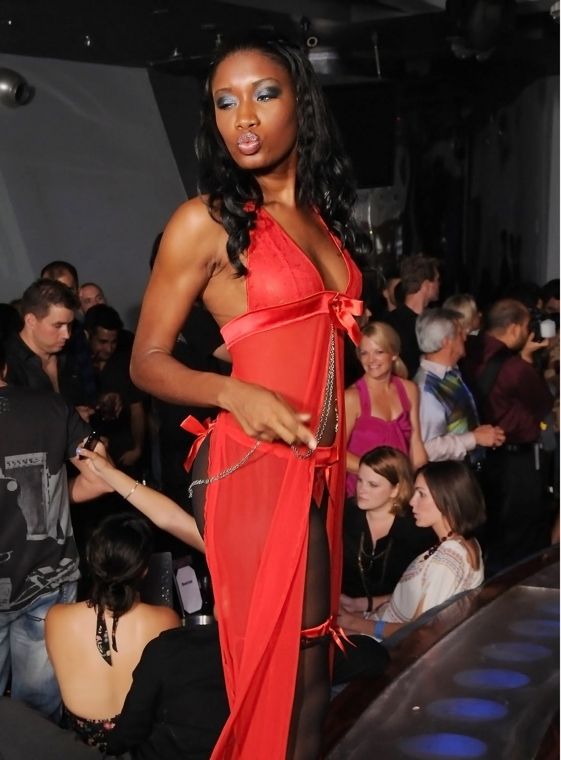 Anaiyah magazine blazing the runway miami lace lingerie for Runway club miami