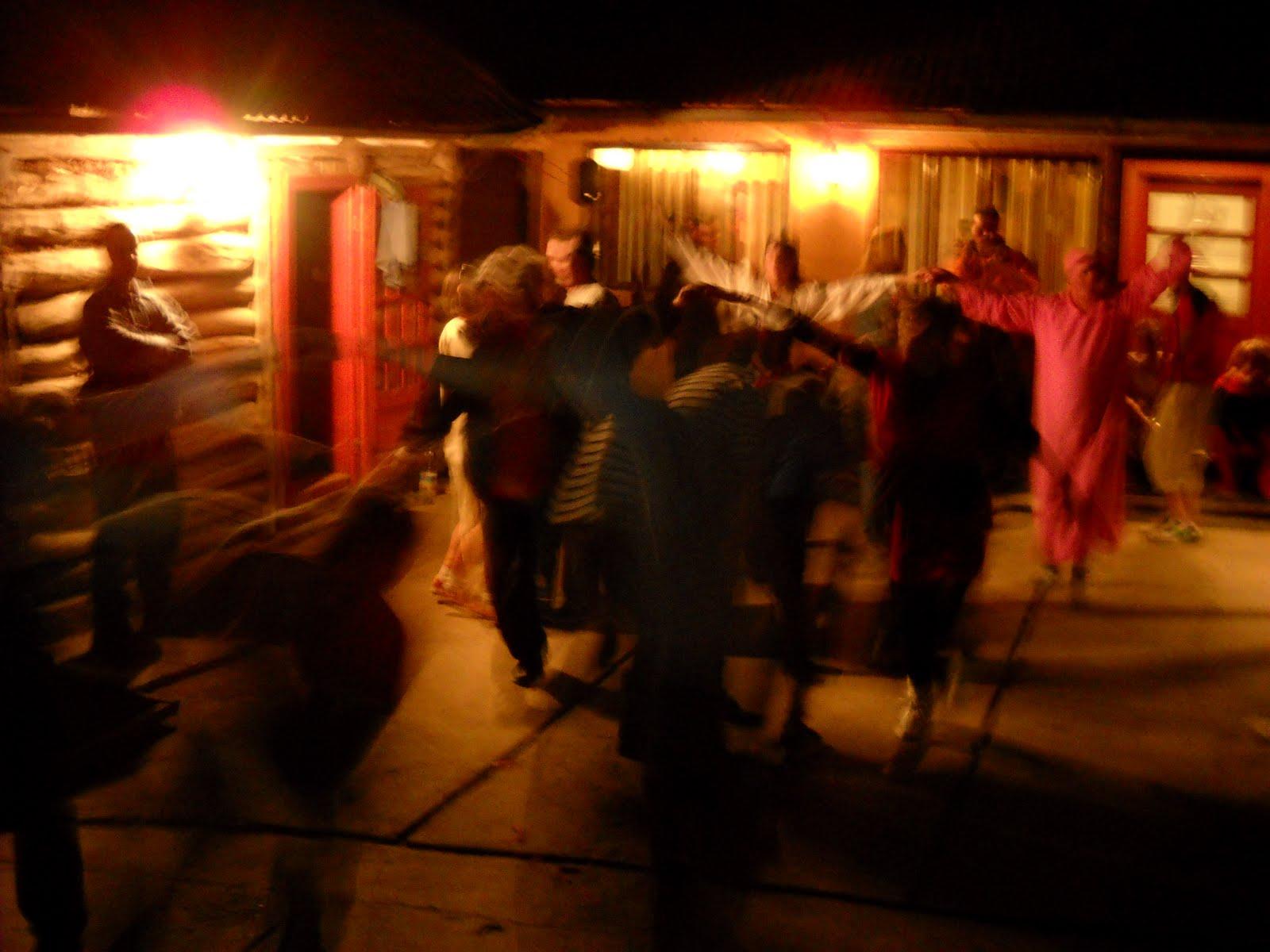 http://1.bp.blogspot.com/_ILnlQVHu15Q/S9bfBk1WDWI/AAAAAAAABPg/S4SBEoAGOhg/s1600/show+mare+la+cabana+Motesti.jpg