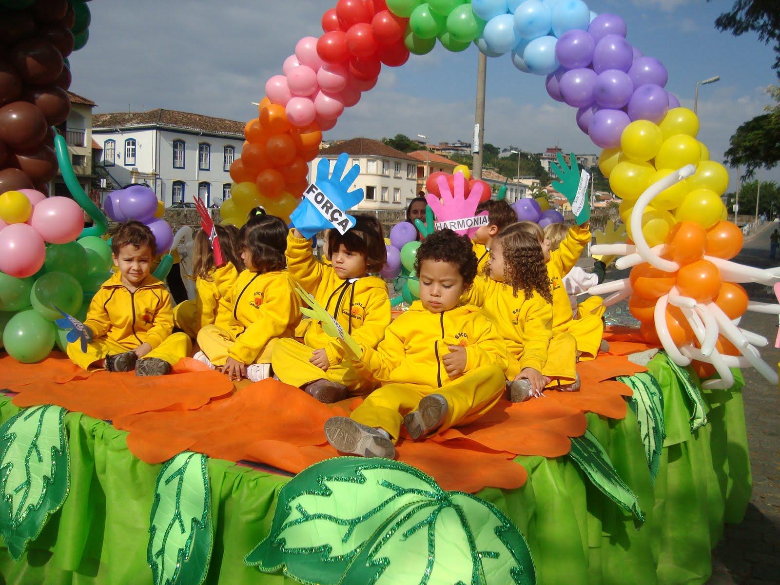 escola caminho do sol participa do desfile do meio ambiente