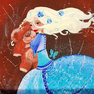 une princesse ou une fée est en train de serrer un nounours dans ses bras, elle a une grande robe turquoise un papillon bleu vole auprès d'elle le fond est marron. cette illustration cette peinture est réalisée par laure phelipon