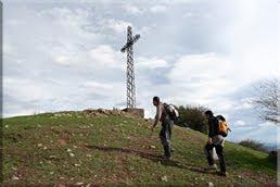 Cruz de hierro en la cima de Asensio mendi