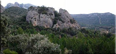 Peñas sobre el poblado de Tabuérniga